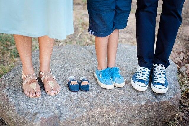 靴 3人の足元