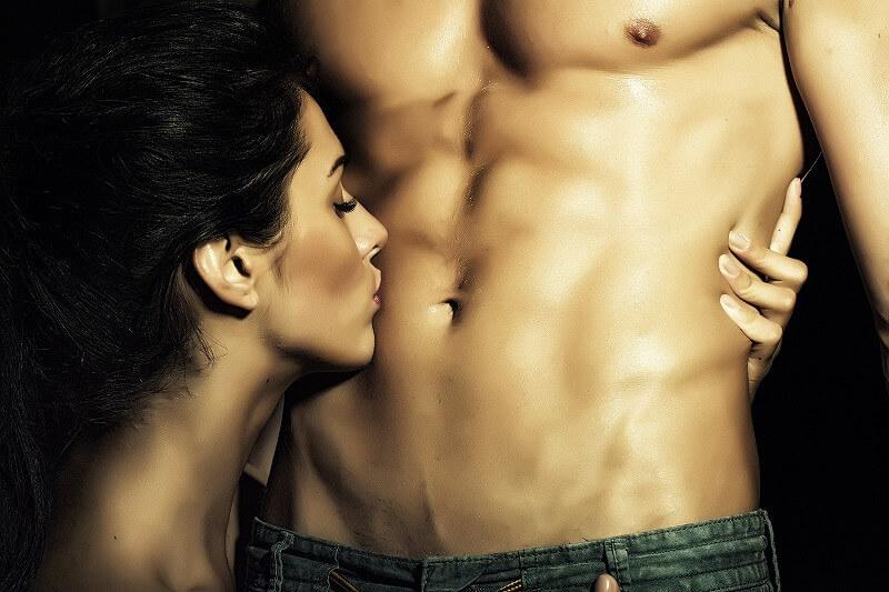 男 お腹 顔を近づける女