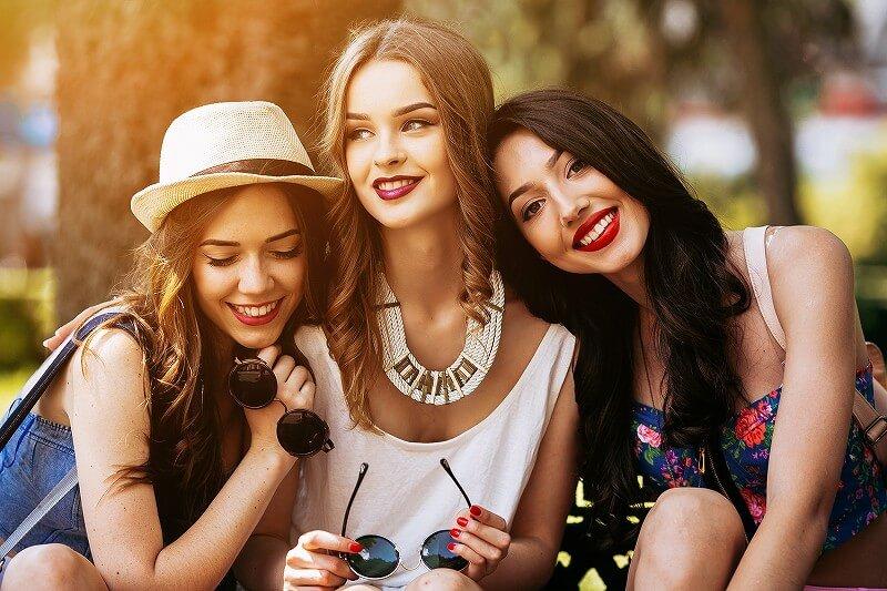 3人の女 仲良し