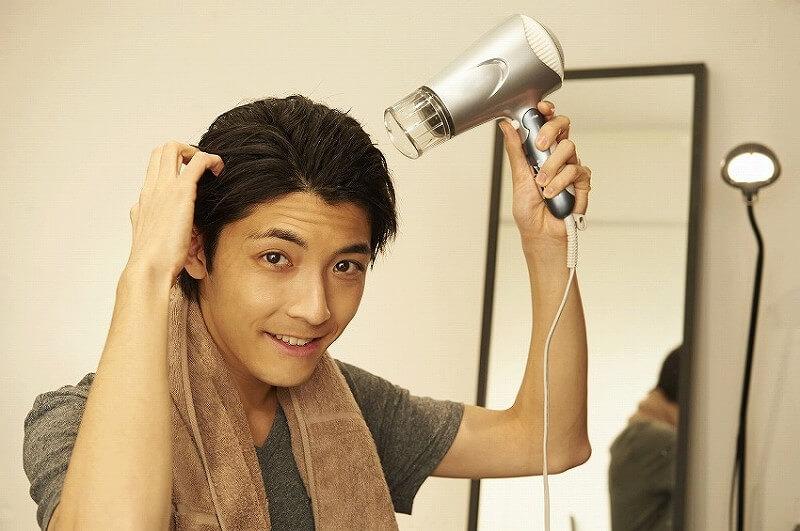 髪の毛をケアする 男性